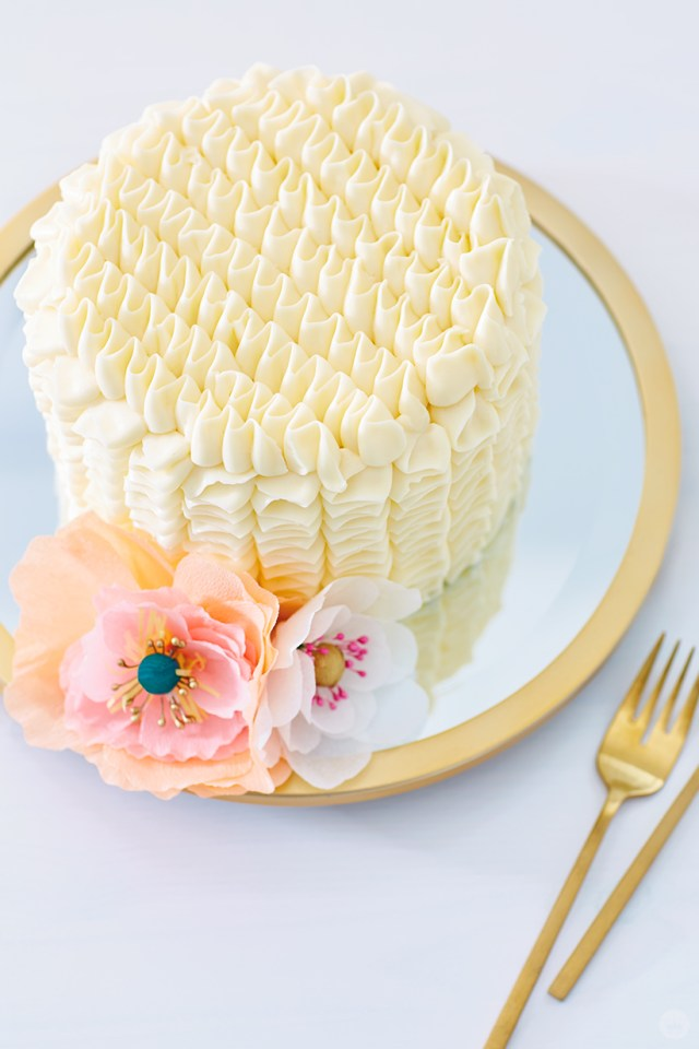 DIY cake toppers: Crepe paper flowers