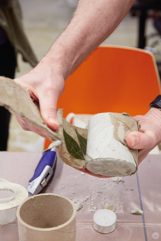 Removing a mold from a concrete vase