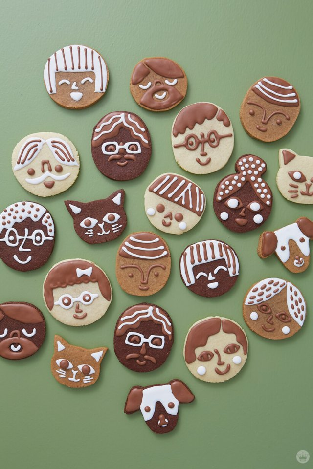 Cookie faces: Chocolate, gingerbread and sugar cookies decorated with royal icing to look like people and pets. | thinkmakeshareblog.com