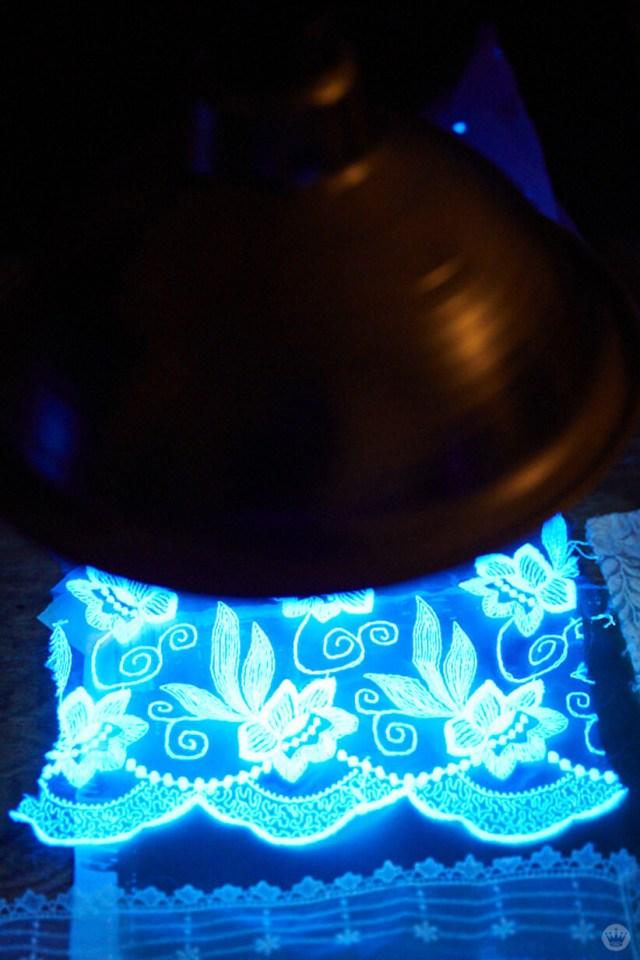 Exposing cyanotype print under UV light