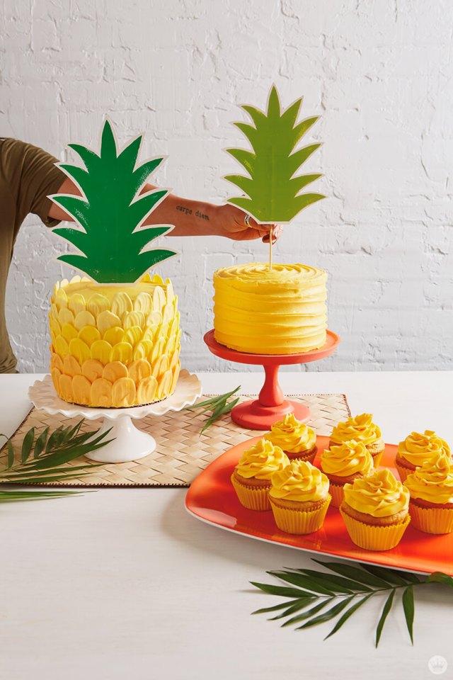 Ombré brush stroke pineapple cake AND bonus cakes