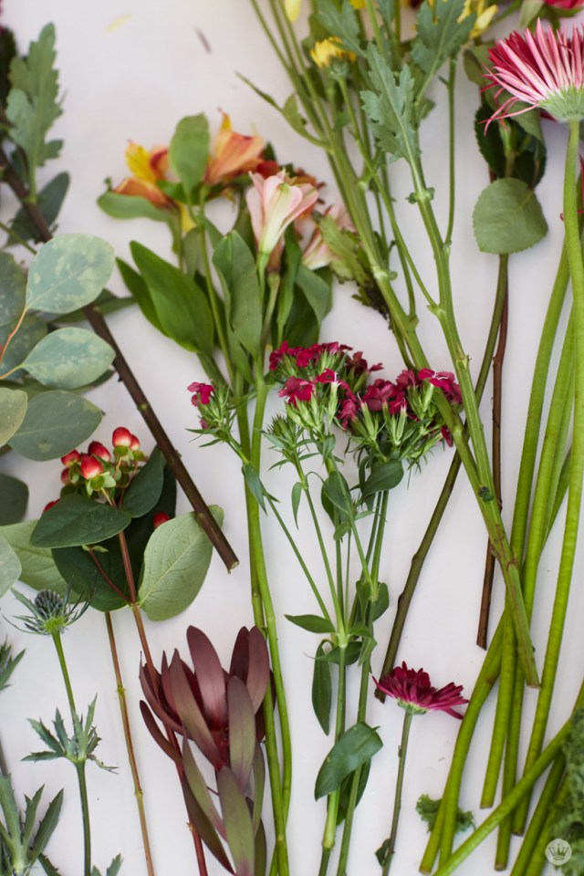 Friendsgiving tabletop inspiration   create a beautiful floral centerpiece from grocery store flowers   thinkmakeshareblog.com