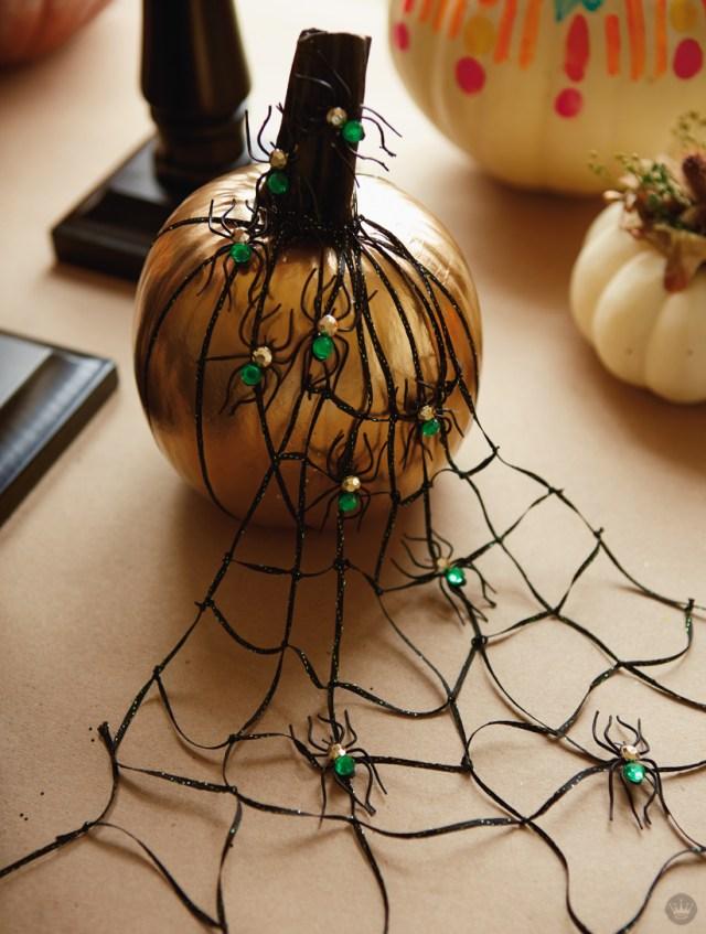 Glam pumpkin decorating with Hallmark's Signature design team | thinkmakeshareblog.com