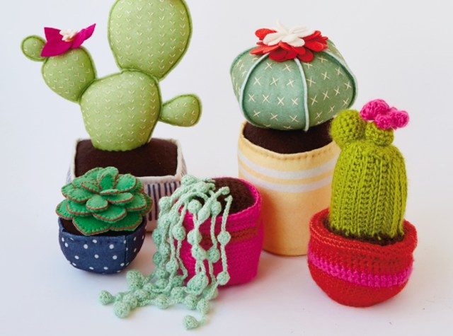 Dorm room decor: DIY felt and crocheted succulents