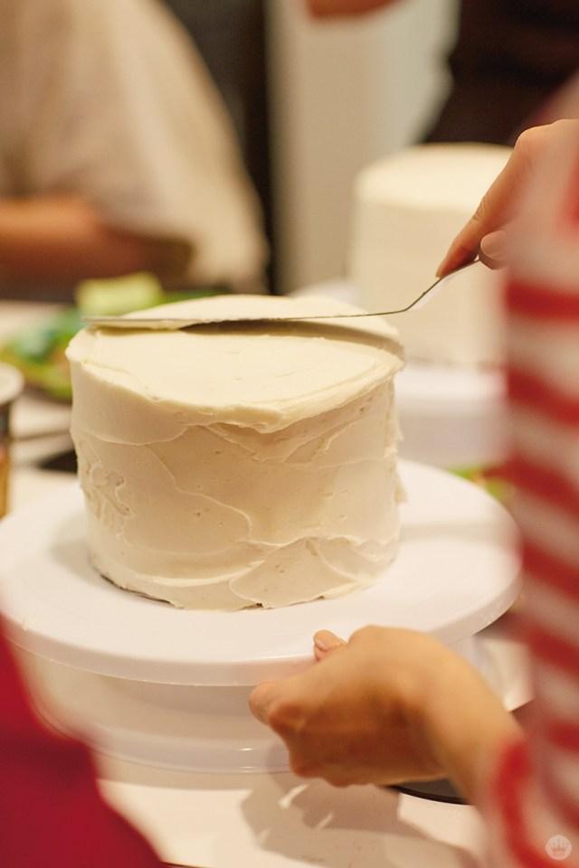 Holiday Cake Decorating | thinkmakeshareblog.com