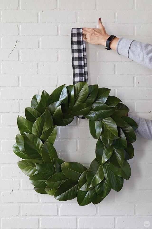 Modern Christmas wreath ideas: Simple magnolia wreath