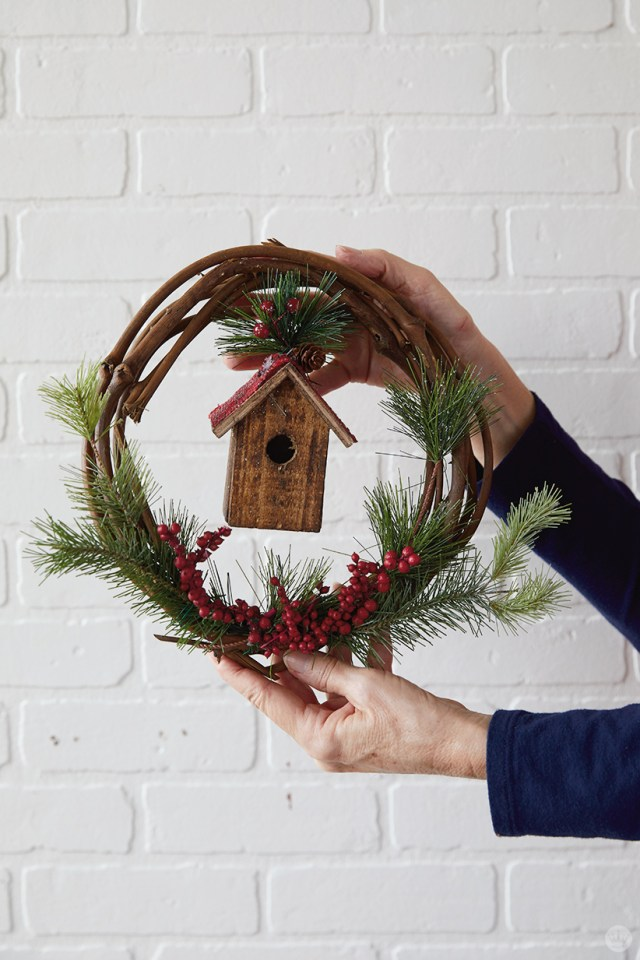 Modern Christmas wreath ideas: Grapevine wreath with birdhouse and berries