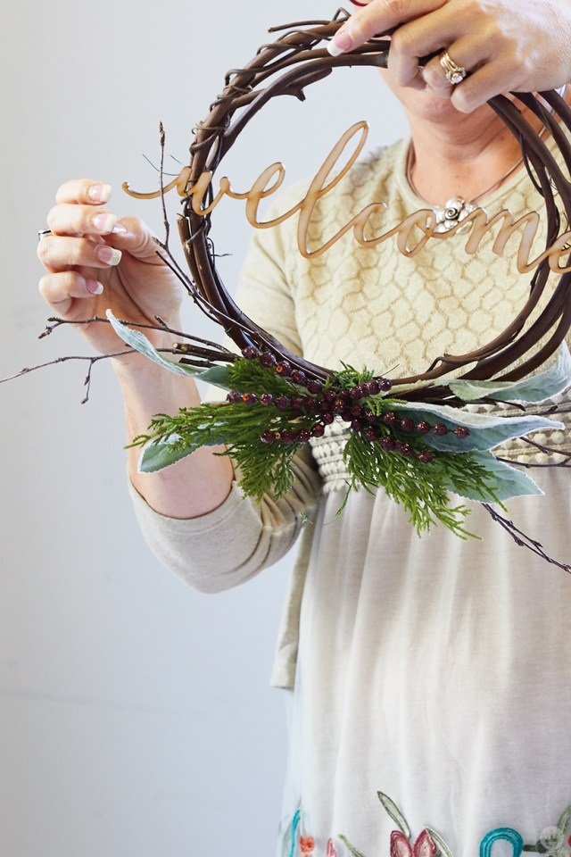 """Modern Christmas wreath ideas: Simple grapevine wreath with laser-cut """"welcome"""""""
