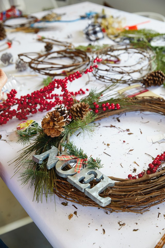 "Modern Christmas wreath ideas: Grapevine wreath with ""NOEL"" letters"