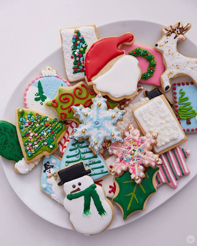 2018 cookie decorating trends: plate of decorated cookies