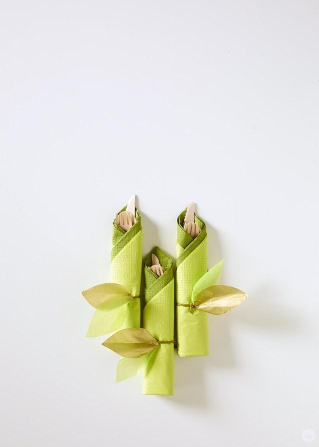 la guirlande de vigne en papier bricolage utilisée comme rond de serviette | thinkmakeshareblog.com