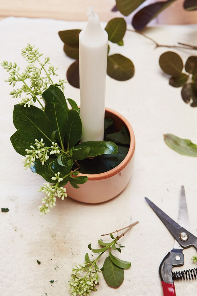 adding greenery to candle diy | thinkmakeshareblog.com
