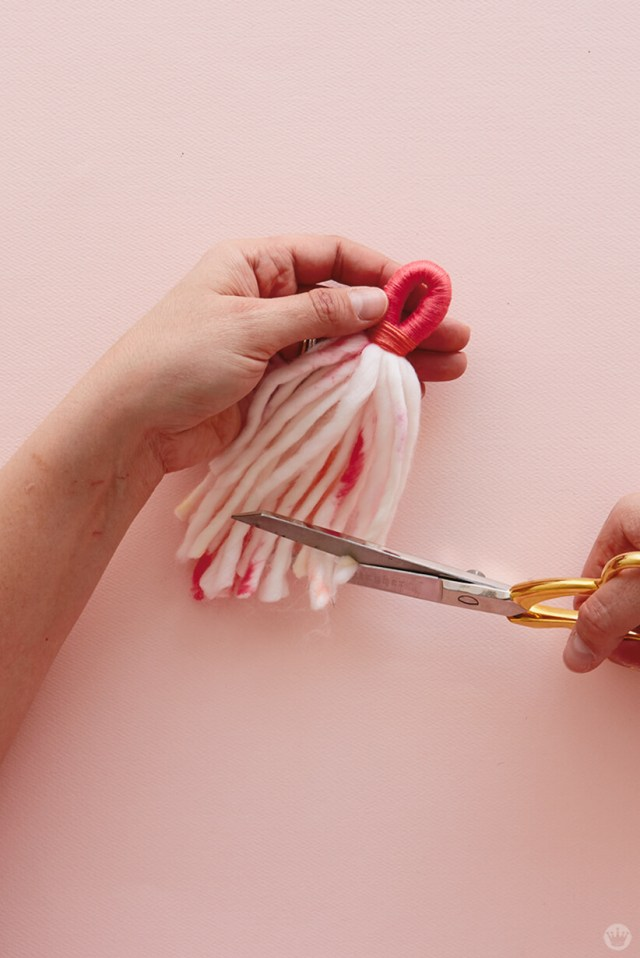 DIY Chunky Yarn Keychain: How to make a tassel