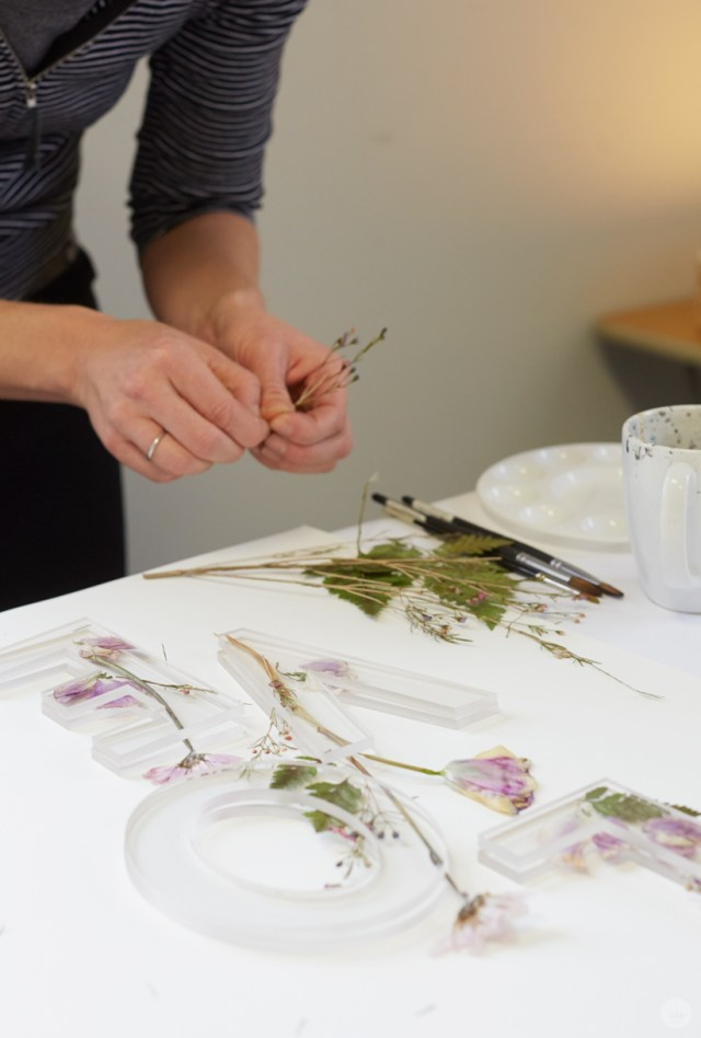 Pressed flower idea: Sandwich flowers between lucite letters