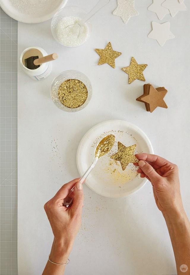 scintillant une étoile pour la Tenture murale DIY Star | thinkmakeshareblog.com