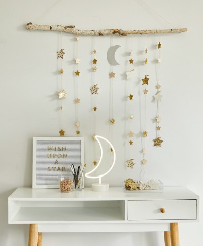 DIY Star Wall Hanging | thinkmakeshareblog.com