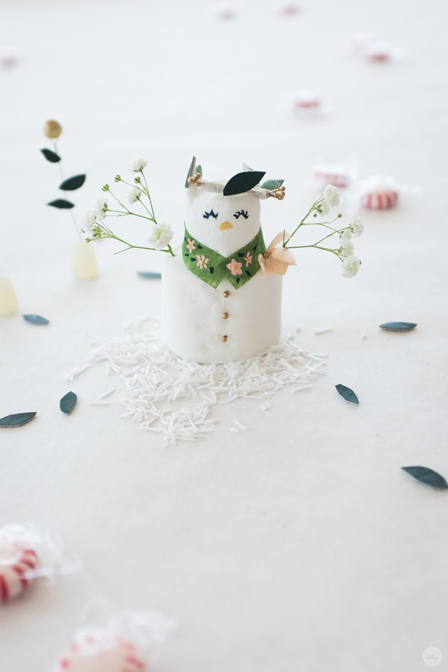Marshmallow snowlady with flowers