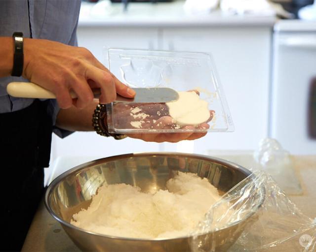 Filling a sugar skull mold