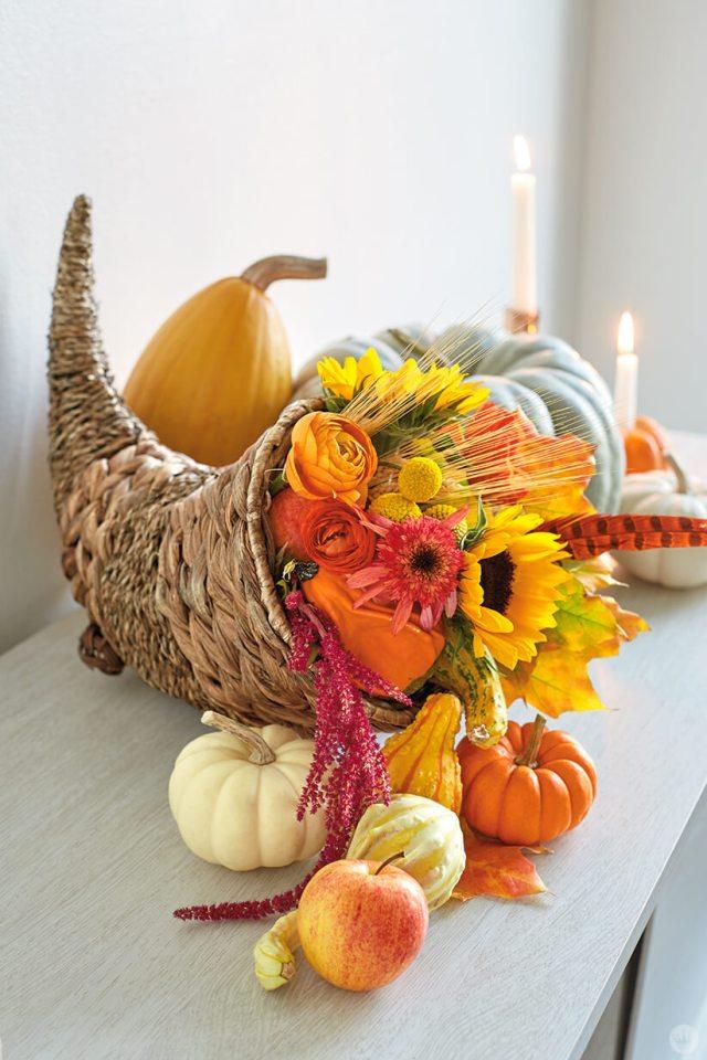 Thanksgiving and Friendsgiving ideas: cornucopia centerpiece