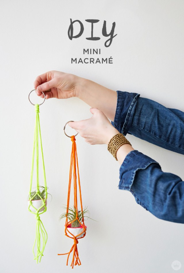 Teacher appreciation idea: mini macramé hanger with DIY pinch pot and air plant
