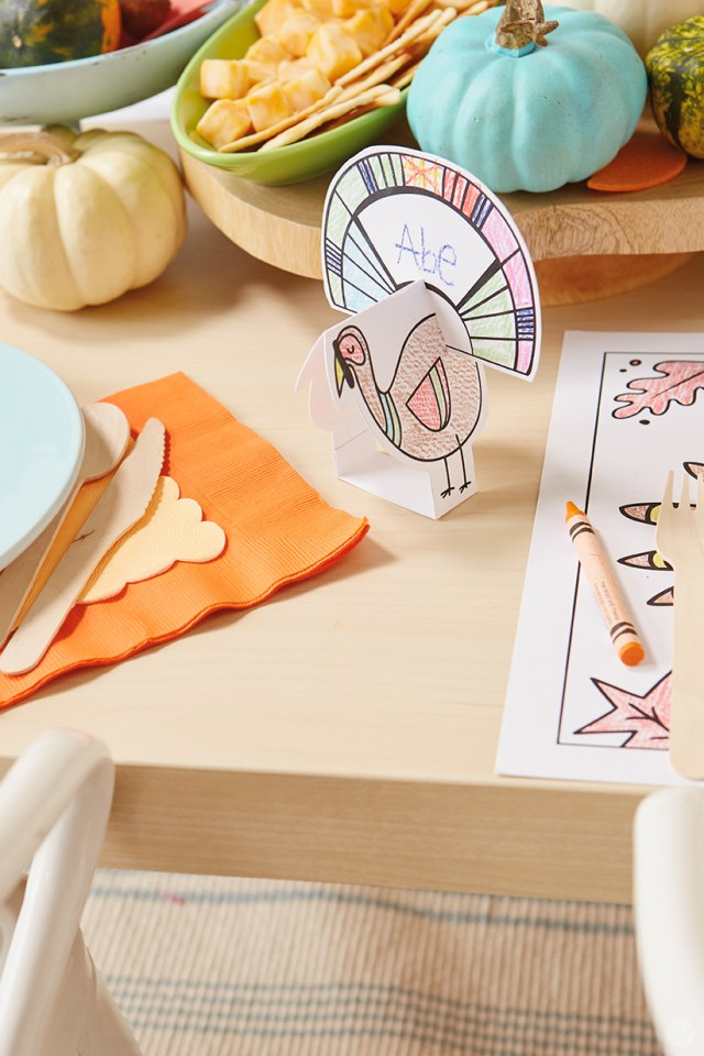 Thanksgiving Kids' Table Crafts: 3D turkey placecard