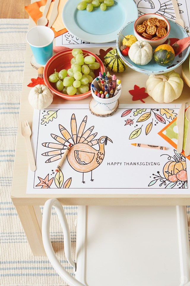 "Thanksgiving Kids' Table Crafts: Placemat with cartoon turkey and ""HAPPY THANKSGIVING"" message"