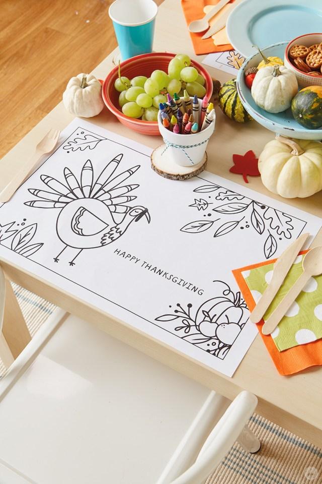 Thanksgiving Kid Table Crafts | thinkmakeshareblog.com