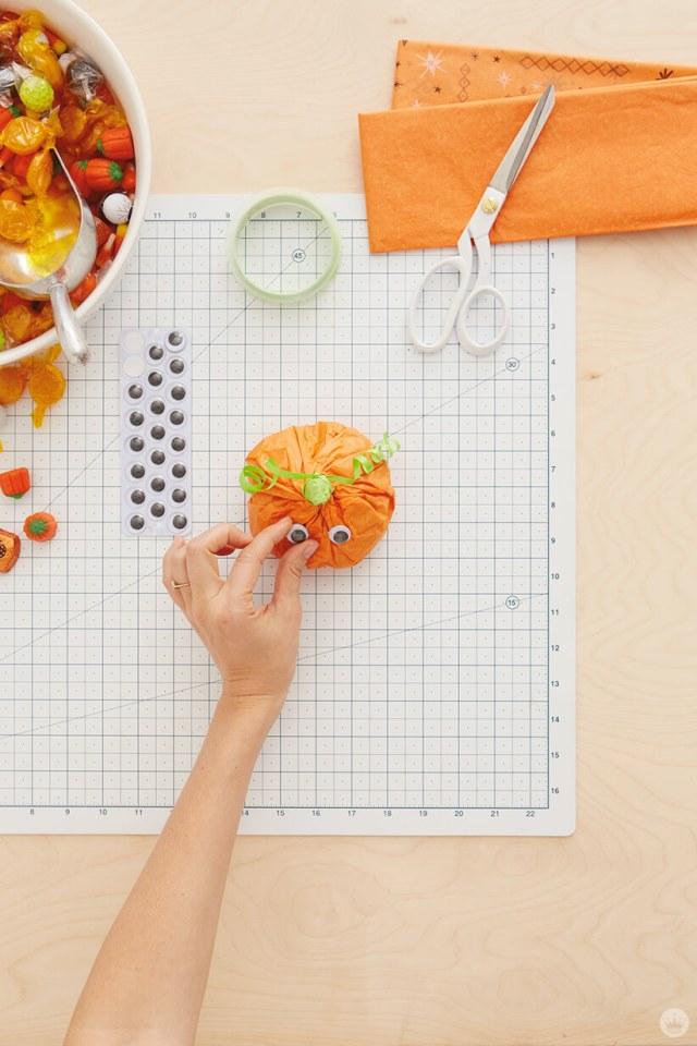 Tissue Paper Pumpkin | thinkmakeshareblog.com