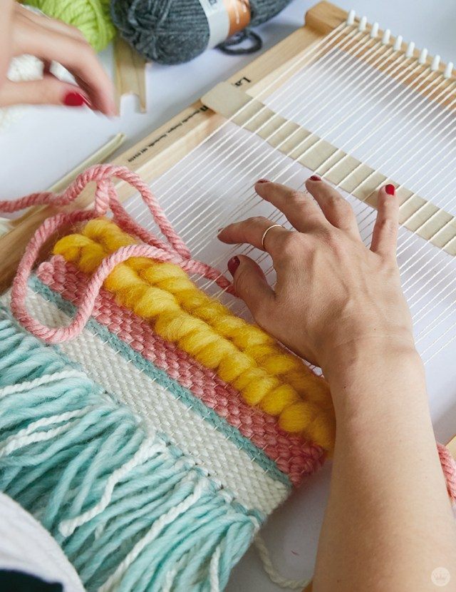 Weaving workshop: hallmark artist begins to weave colorful fiber art piece