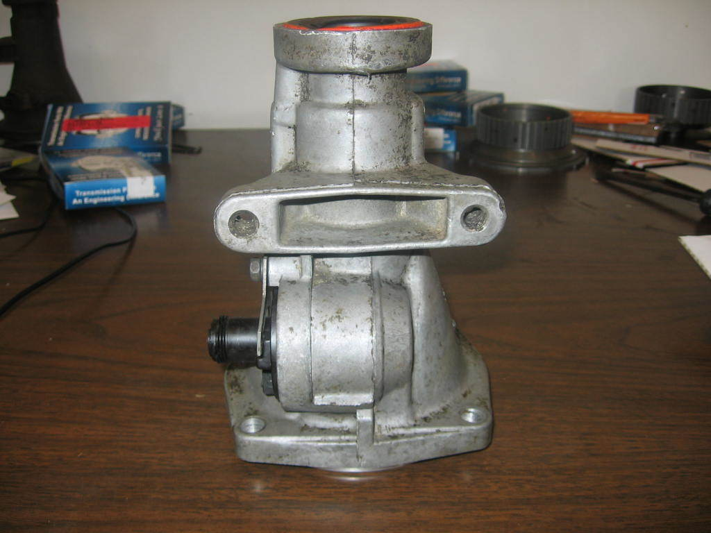 hight resolution of 700r4 quot v quot case with no trans mounting holes tailshaft housing