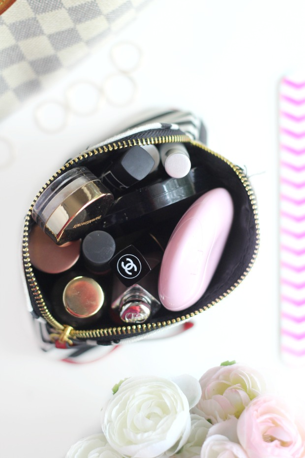 whats in my beauty bag blog