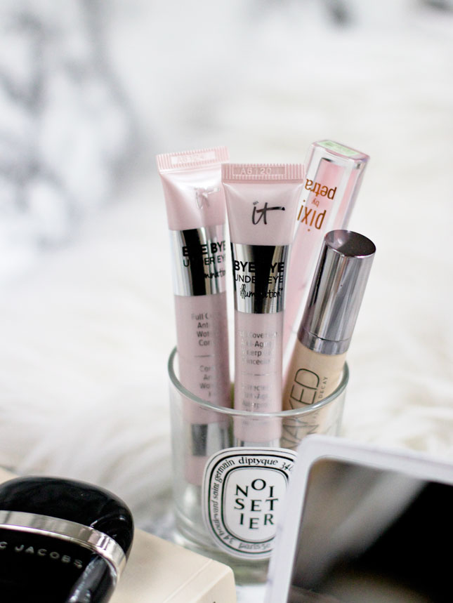 whats-in-my-makeup-bag-blog