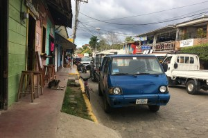 Image of the street view in San Juan del Sur while waiting for my shuttle to Managua.