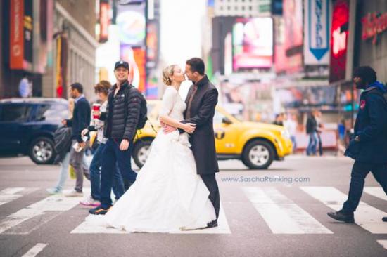 Best Wedding Photobomb