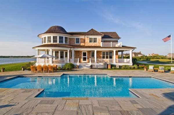 What is included in the list of some New York native thoughts? A house in the Hamptons.