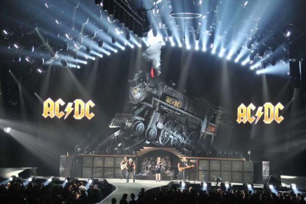 On of the most awaited 2016 music tours is the one of AC/DC.