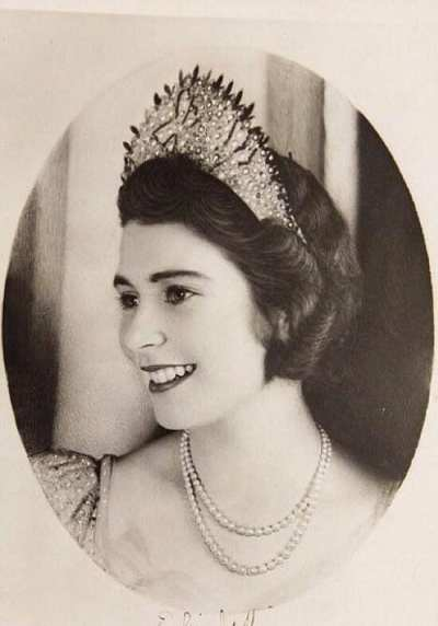 Rare historical photos of Queen Elizabeth II