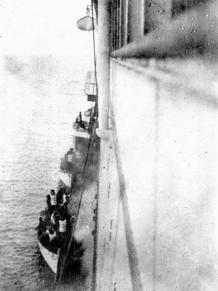 Rare historical photos of the Titanic survivors rescued by the Carpathia