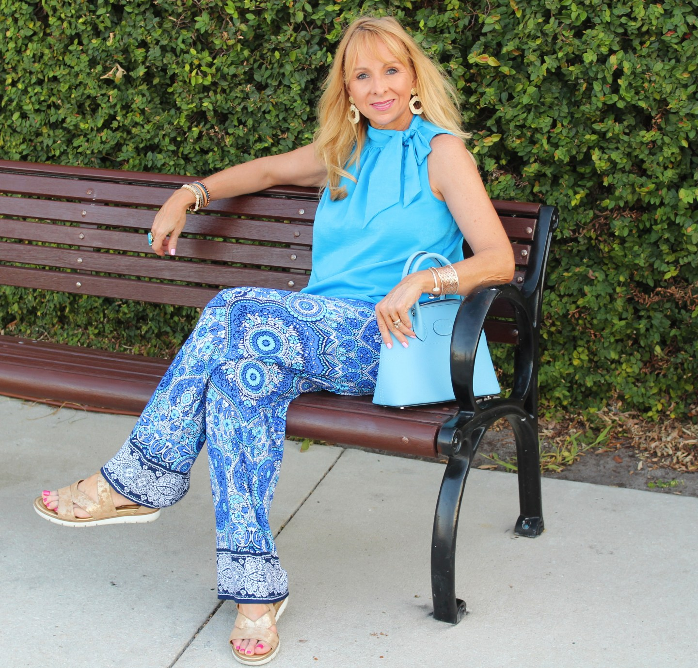 Blue sleeveless blouse and print pants