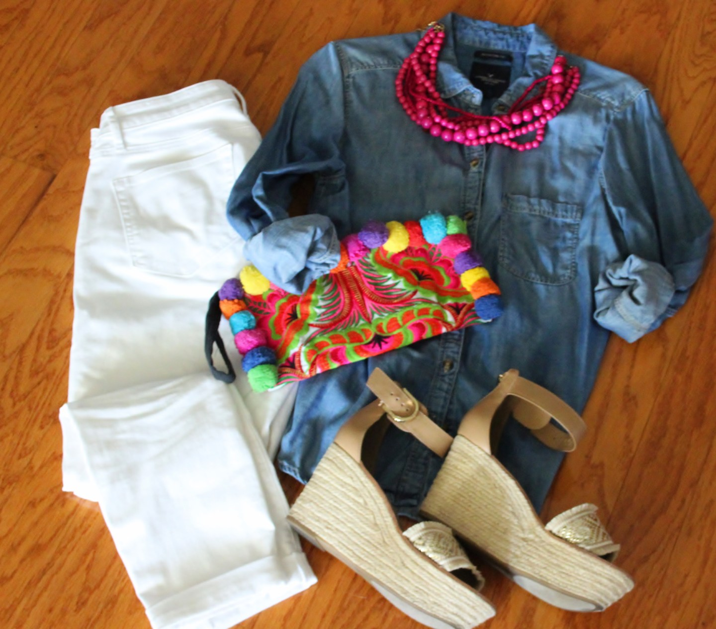 white jeans, chambray shirt, hot pink accessories