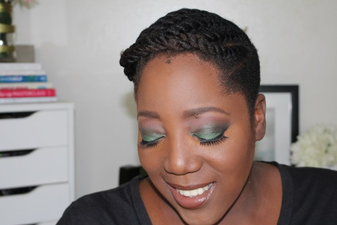Makeup, tutorial, Green Smoky Eye, Women of Color, Fall Look, Holiday look, Makeup for Dark Skin, Beauty Blogger, Eyeshadows for dark skin, Confidence, Authentic self,