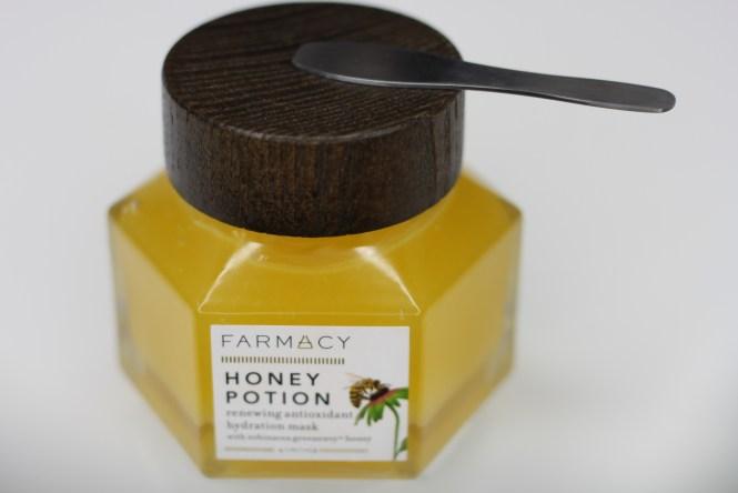 Combat Dry Skin, Farmacy, Honey Potion Masks, FARMACY Honey Potion Renewing Antioxidant hydration mask, Skin Care, Facial Mask, Hydration Mask, Dry Skin, Beauty Blog, This Curvy Girls Life, Jana'e Michelle,