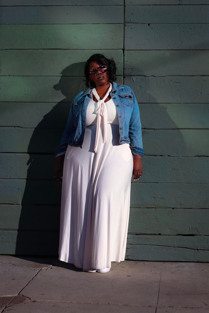 Plus Size, Fashion, Chic and Curvy Boutique, Plus Size Fashion, Street Fashion, Maxi Dress, Tennis shoes, Stan Smith, Adidas, Forever21, Style, Fall Style, Winter Style, This Curvy Girls Life