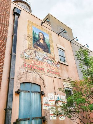 A mural for Mama Melrose's Restaurante Italiano in Hollywood Studios.