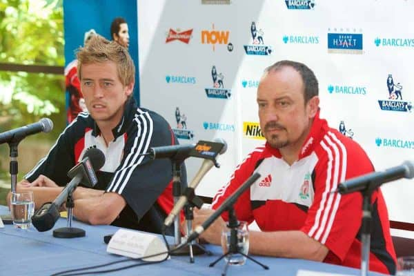 Hong Kong, China - Thursday, July 26, 2007: Liverpool's Peter Crouch and manager Rafael Benitez during a press conference at the Grand Hyatt Hotel ahead of the Barclays Asia Trophy Final during a pre-season tour of Hong Kong. (Photo by David Rawcliffe/Propaganda)