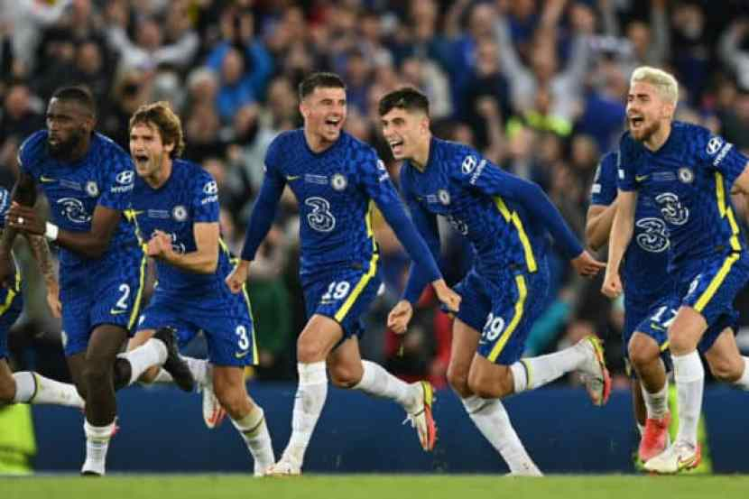 BELFAST, NORTHERN IRELAND - AUGUST 11: Players of Chelsea celebrate after Kepa Arrizabalaga of Chelsea (not pictured) saves the penalty of Raul Albiol of Villarreal (not pictured) to win the the UEFA Super Cup 2021 match between Chelsea FC and Villarreal CF at the National Football Stadium at Windsor Park on August 11, 2021 in Belfast, Northern Ireland. (Photo by Lukas Schulze - © UEFA)