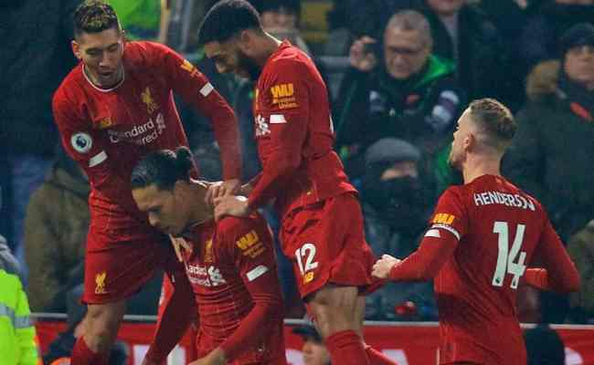 Liverpool 2 0 Man United Reds Go 16 Points Clear After