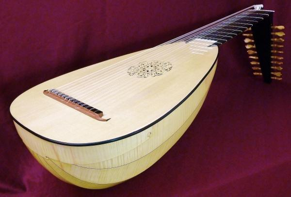 13 course lute inspired by Schelle-Hoffmann by Clive Titmusss