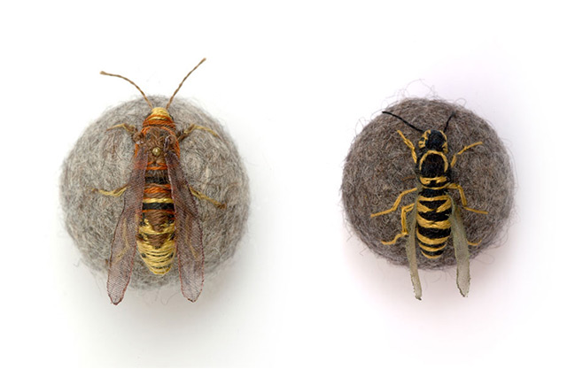 Insetos 3D bordados e caracóis por Claire Moynihan têxteis escultura insetos bordados