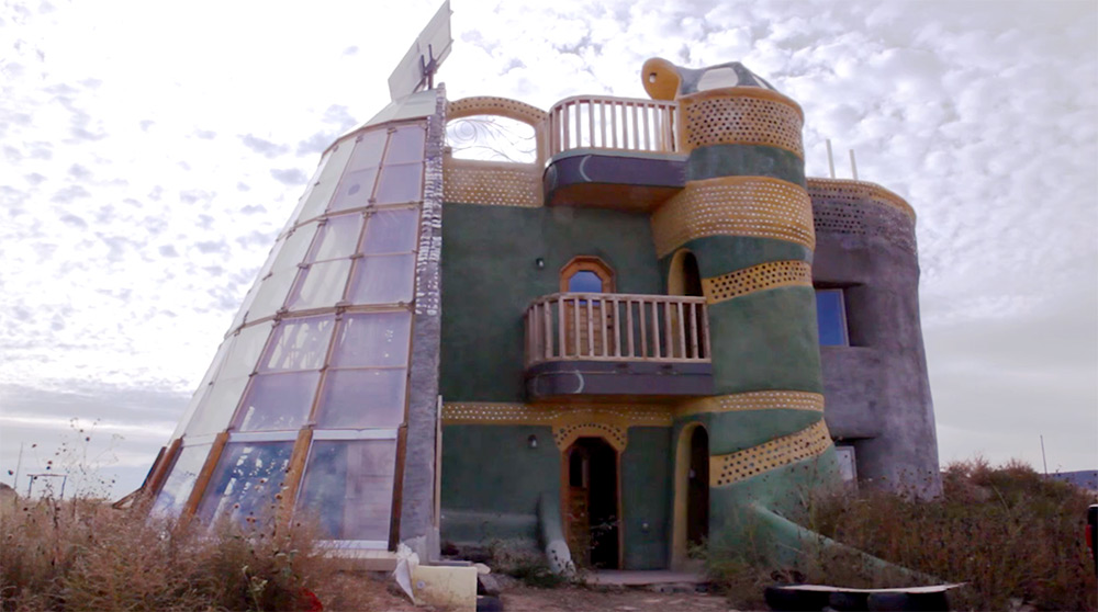 Earthships Meet a Community in New Mexico Living in